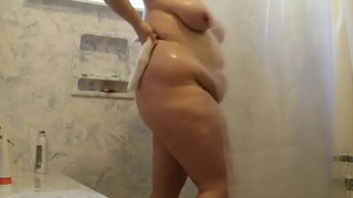 laurathefoodie in the shower