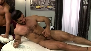 Hairy masseur jizzes hunk