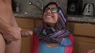 MIA KHALIFA - Arab Pornstar Toys Her Pussy On Webcam For Her Fans