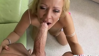 Lovely darling gets her face full of juicy mess explore orall-service