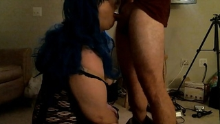 TRANS CHOKES ON HOTTIES BIG COCK N GETS A FACIAL