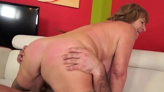 Busty granny in stockings gets pussy slammed